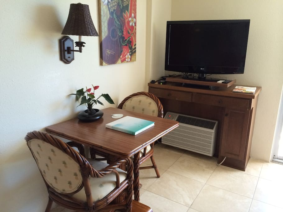 Cable, Flat screen TV, WiFi and Sitting area