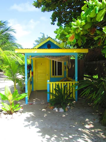 # 4 Cabana with a/c + basic kitchen steps to beach - Caye Caulker - Kulübe