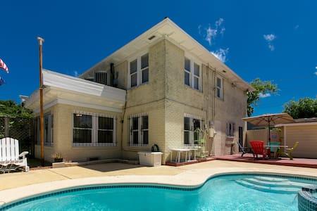 3BR/2.5BA Charming Home w/Pool - Corpus Christi - Dům