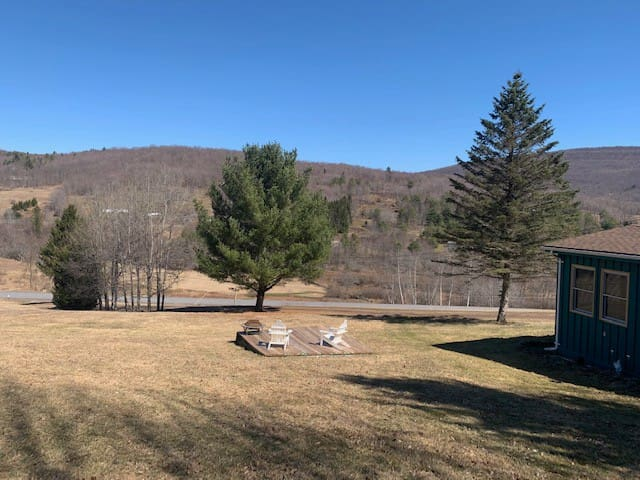 Comfortable cottage in the Catskills. Available!
