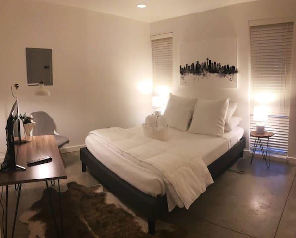 Modern&New - West Room - Beacon Hill, Seattle