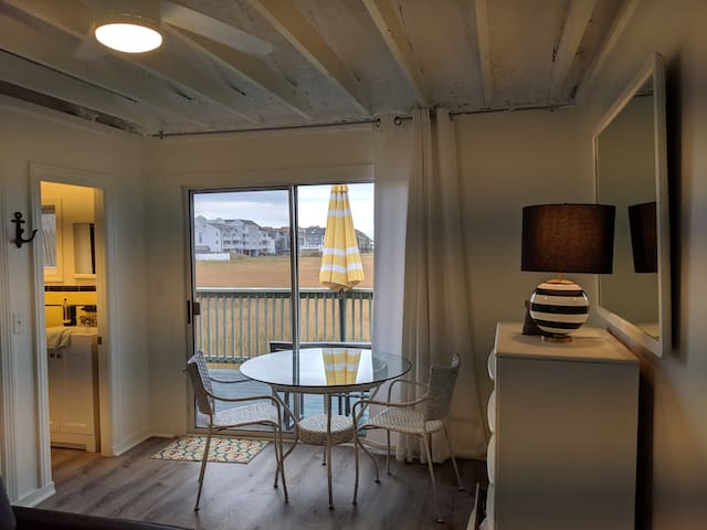 Cozy condo across from beach, marsh views, parking