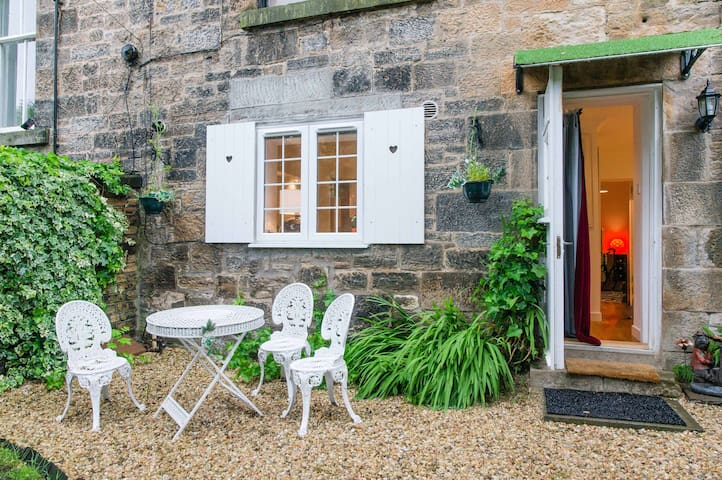 Cosy West End Garden Flat near Glasgow Uni