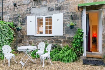 Private entrance garden flat in Glasgow's West End