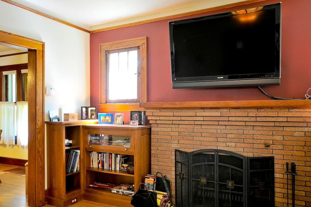 LCD tv in living room. No cable/antenna,  but plug an iPad/hdmi in or use the DVD player. Wood burning fireplace works.