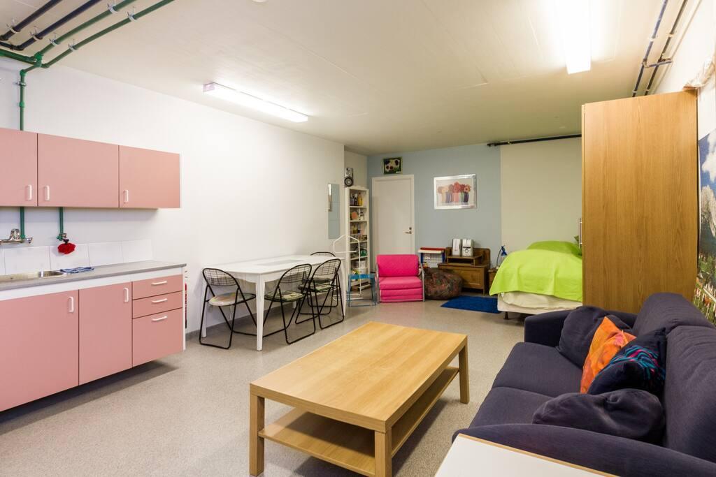 1 bed in a private garage chambres d 39 h tes louer kopavogur r gion capitale islande - Chambre d hotes region parisienne ...