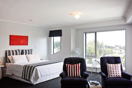 Windy Waves Bed & Breakfast - Waitarere Beach - Bed & Breakfast