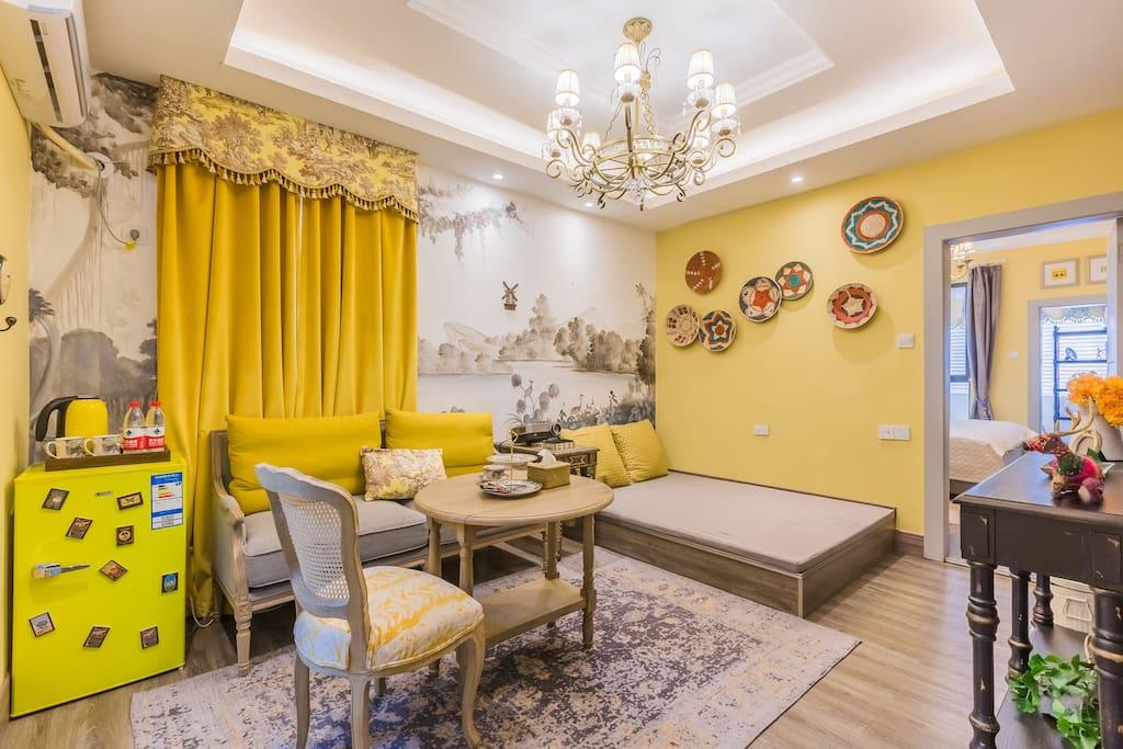 宽敞的客厅,可满足四位居住需求