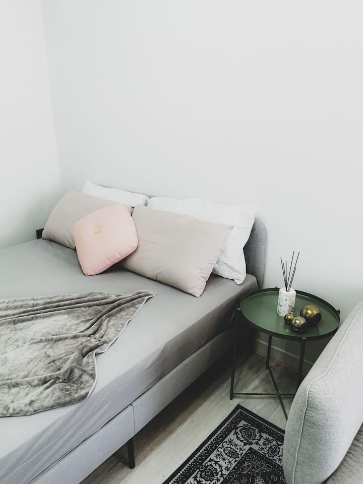 Netflix2~3人北歐清新ins房可加床墊至3人&台南美食及夜市最佳地點|台南火車站|武聖夜市|