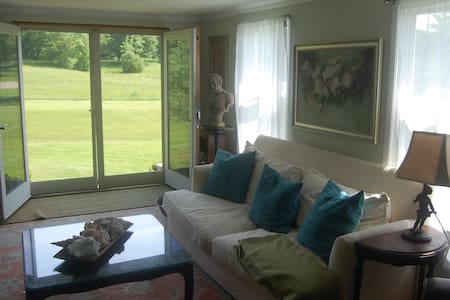 Two beautiful rooms w/ private bath - Kennebunkport