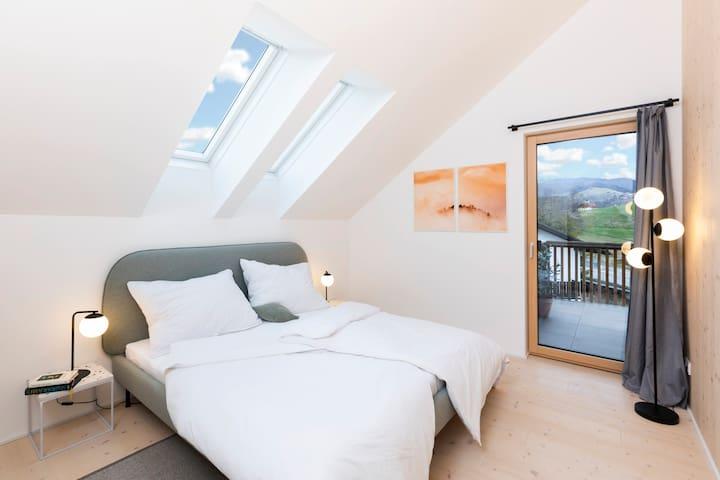 Schlafzimmer 2 für zwei Personen - mit Doppelbett und Kleiderschrank