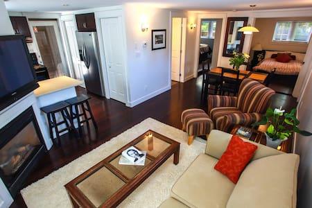 Grand Boulevard N.Van private suite