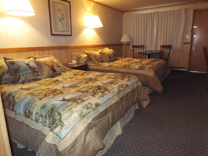 Caboose Motel  Double Queen Room B 2~4 P