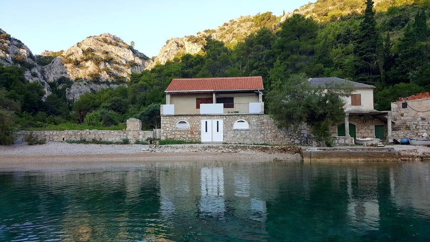 Enjoyable guesthouse in bay Mala Stiniva