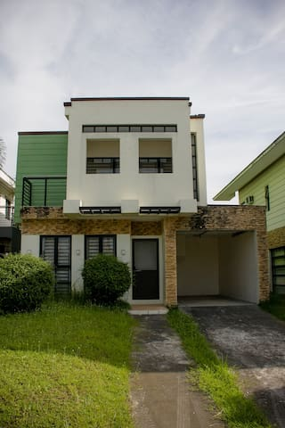 Villa  209 (Enclave Subd) near clark/Koreantown