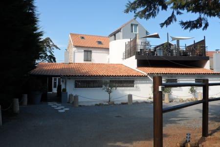 Chambre dans un Moulin au bord de la mer - La Plaine-sur-Mer - House