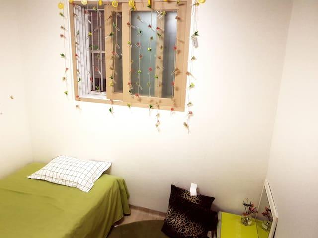 jasmine house - room 1