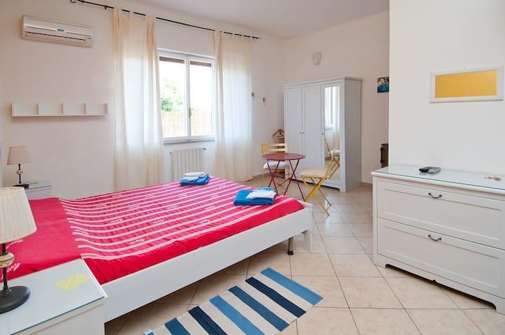 Dependance a 100 mt dalla spiaggia - Cagliari - House
