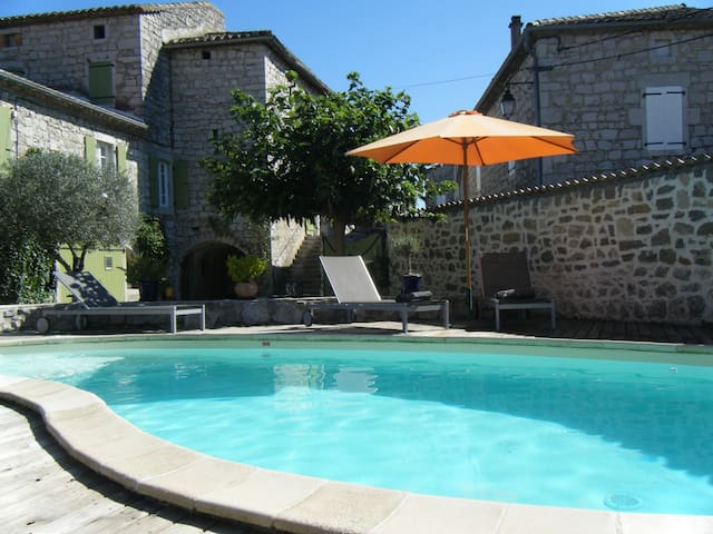 Chambre zen et cozy avec beaucoup de caracter - Saint-Alban-Auriolles - Wohnung