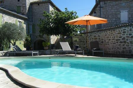 Chambre zen et cozy avec beaucoup de caracter - Saint-Alban-Auriolles - Ortak mülk