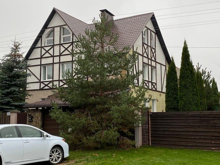 Уютный частный дом с террасой и сауной в Минске