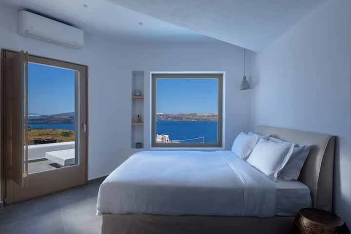Lily Honeymoon Suite,Priv Plunge Pool,Caldera View