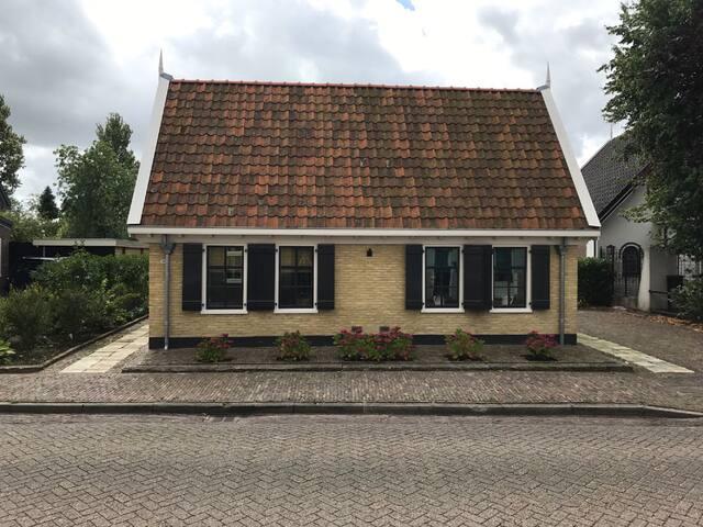 Huisje van Nel op het voormalige eiland Wieringen