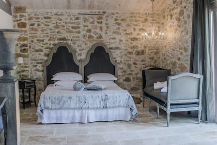 Chambre d'hôtes de charme - Instants Precieux - Flassans-sur-Issole