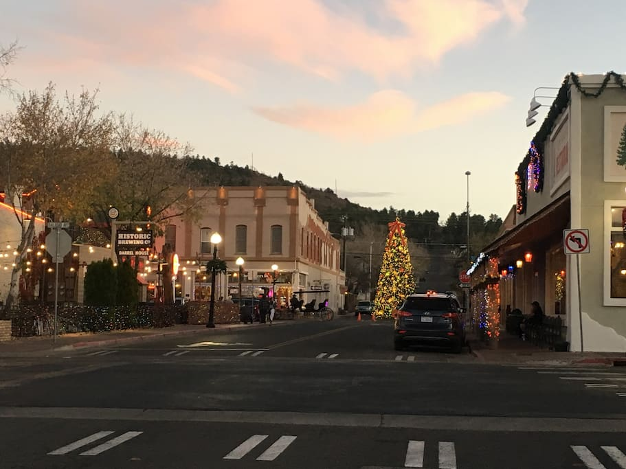 Downtown Williams decked out for Christmas!