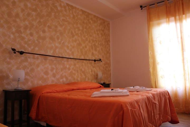 B&B Le Rocche in Val d'Orcia - Camera Ocra 6 - Castiglione d'Orcia - Bed & Breakfast