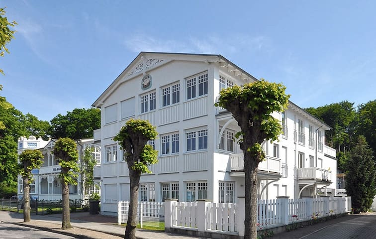 Villa Hansa No 2 in Binz mit 2 SZ bis 4 Pers-WIFI - ビンツ - 別荘