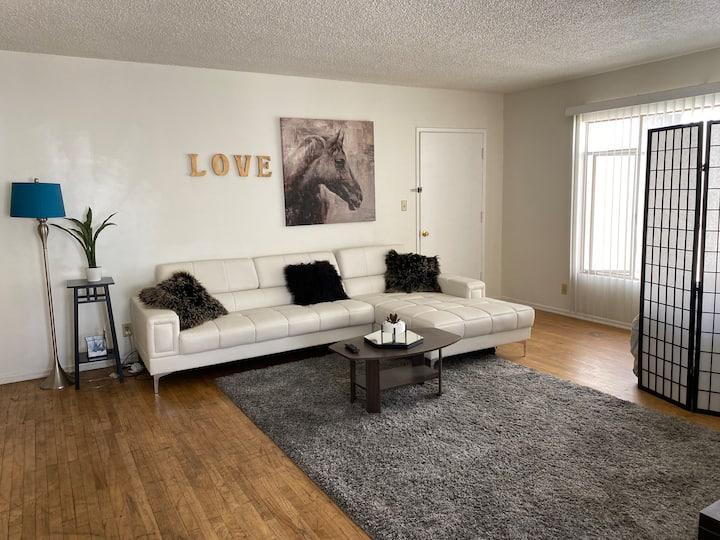 Private  Room in 2 Bedroom Apt in West Hollywood🏆