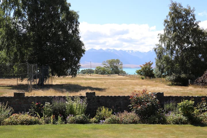 Stunning lake views from farm house - Tekapo