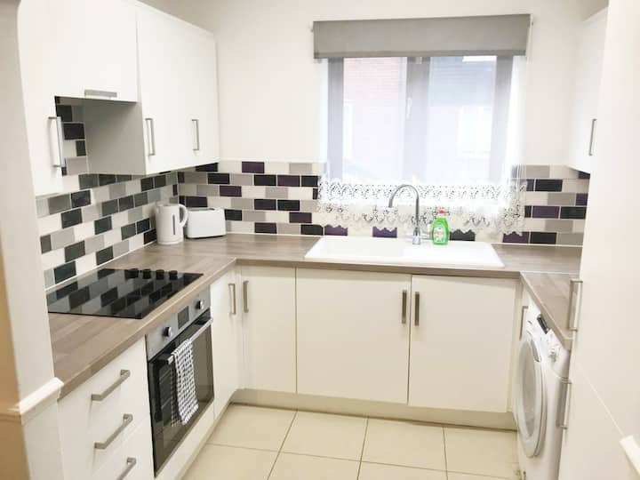 RestEasy Riverside Apartment - Central Spalding