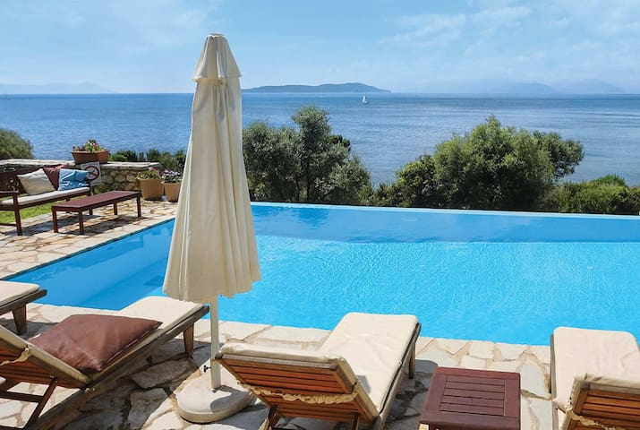 2 bedroom Villa sleeps 4 in Syvota 1