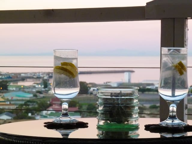 G&T on the Rocks