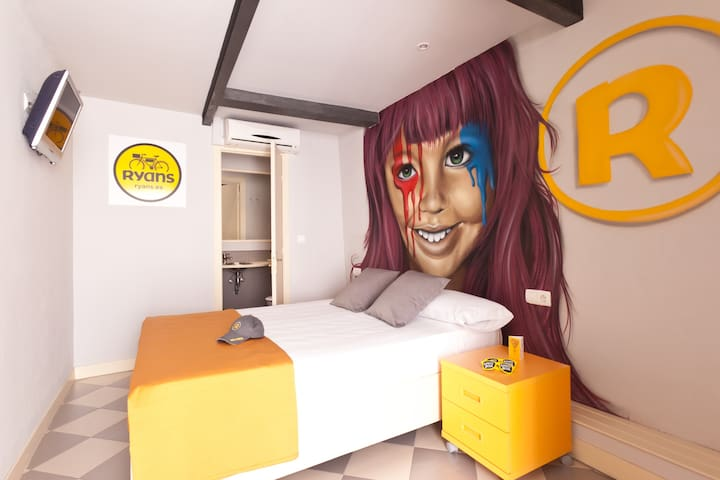 Double Room with free Wifi in Port of Ibiza - Hotel Ryans La Marina