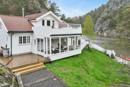 Hytte ved den idylliske Reddalskanalen. - Grimstad - Cabin