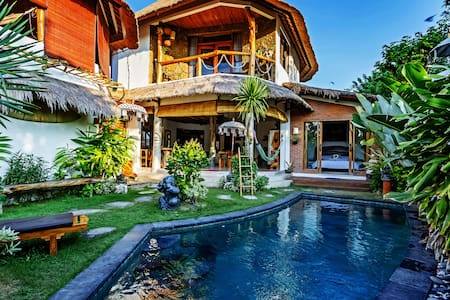 "Quarentime friendlyTropical Spacious""Bukit Villa"""