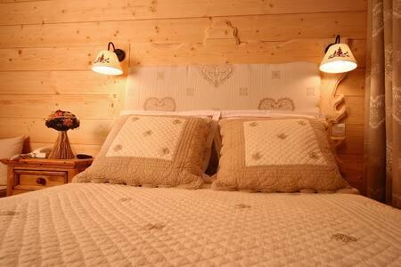 B&B- Chambre douillette- pied des pistes- balcon - Saint-Sorlin-d'Arves - Bed & Breakfast