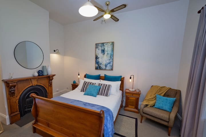 Cottage in Norwood (Cafes and Shops). 5 min to CBD