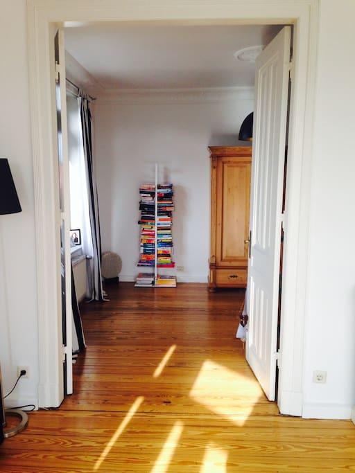 Wohnzimmer mit Flügeltür
