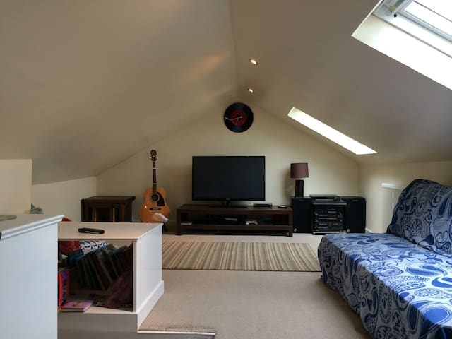 Double rm w/private living space - Glasgow - House