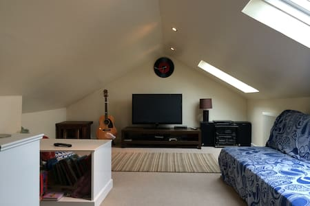Double rm w/private living space - Glasgow