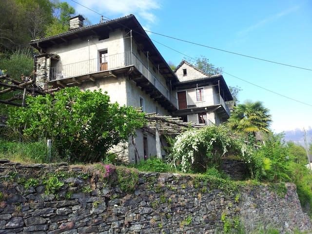 Ursprüngliches Tessinerhaus - Intragna - Calezzo  - House