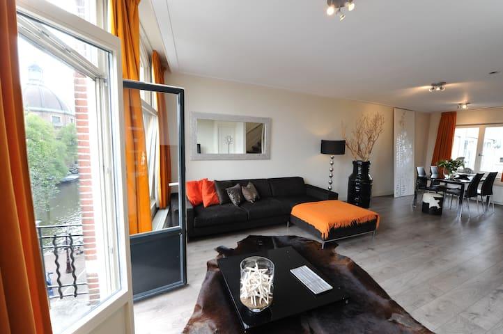 Singel Canal Duplex apartment