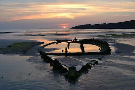 La Bretagne au coeur , le Finistère - Cast - Pousada