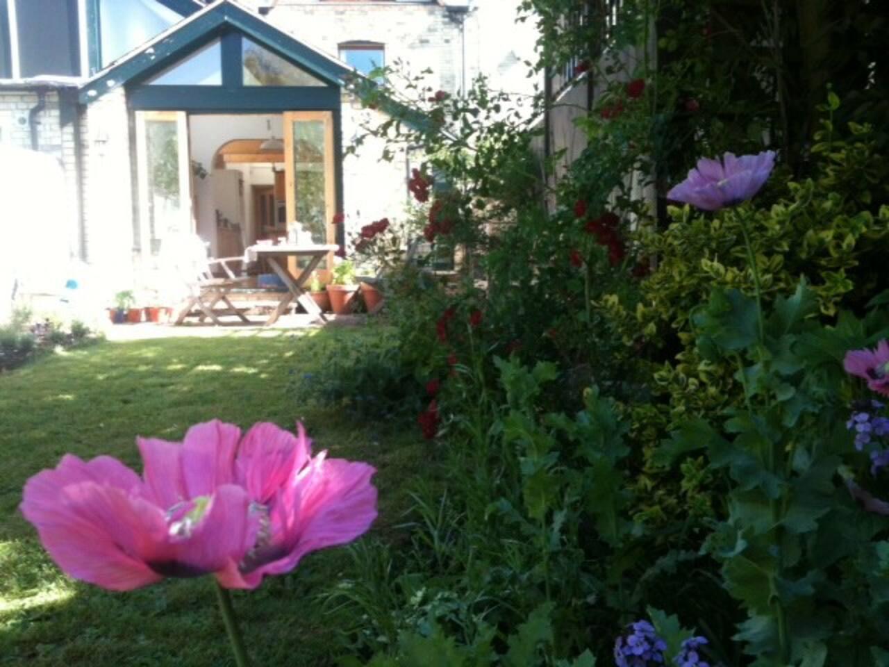 Breakfast in the garden, anyone?