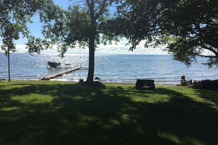 3 Bedroom Home on the water, Packer Games!
