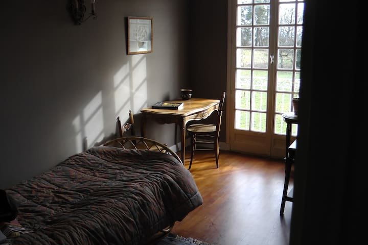 La maison   au coeur des vignobles - Bissey-sous-Cruchaud - House